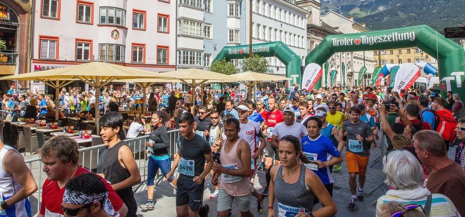 Neue Streckenführung, neuer Startplatz: Der Innsbrucker Stadtlauf, hier 2017 mit insgesamt 2400 Teilnehmern, wandelt auf neuen Pfaden.