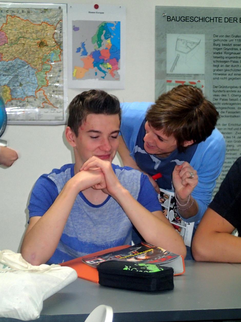 In sozialpädagogischen Tätigkeitsfeldern finden die Absolventen des Lehrganges Beschäftigung.