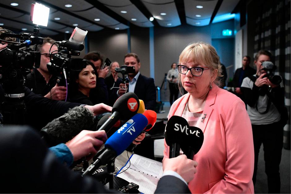 Die schwedische Staatsanwaltschaft nimmt ihre Voruntersuchungen zu Vergewaltigungsvorwürfen gegen Wikileaks-Gründer Julian Assange wieder auf. Dies gab die Vize-Chefin der Behörde, Eva-Marie Persson, am Montag bekannt.