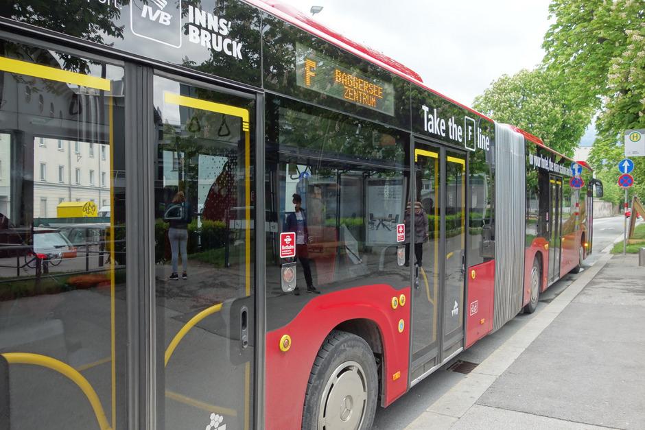 Rund 340.000 Euro jährlich kostet die Verlängerung der Buslinie F bis Rum, die im Sommer starten soll. Land, Stadt Innsbruck und Marktgemeinde Rum teilen sich die Kosten. Was nach 2022 passiert, ist offen.