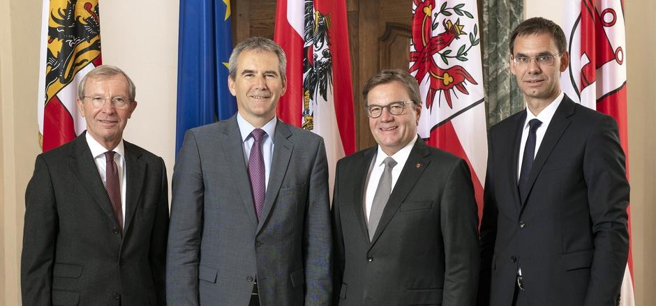 Finanzminister Hartwig Löger (2.v.li.) traf die Landeshauptleute Wilfried Haslauer (Salzburg), Günther Platter (Tirol) und Markus Wallner (Vorarlberg) im Innsbrucker Landhaus.