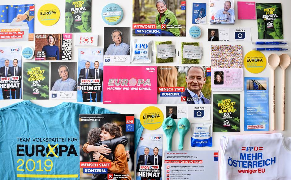 Media Markt Weihnachtsfeier.Powerbanks Und Shirts So Werben Die Parteien Im Eu Wahlkampf
