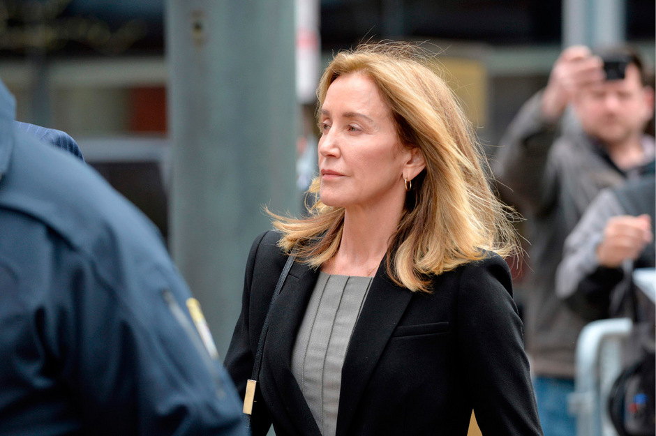 Felicity Huffman auf dem Weg zum Gericht.