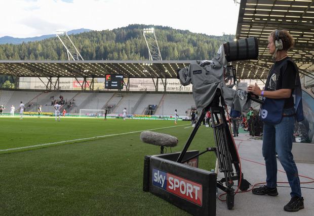 Wer am Fußball dranbleiben will, muss zunehmend auf Pay-TV-Sender ausweichen.