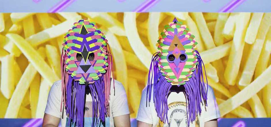 """Das peruanische Duo """"Dengue Dengue Dengue"""" schöpft aus der Musiktradition seiner Heimat und mischt sie mit Elektrosounds. Zu sehen am 9. Juni im Haus der Musik."""