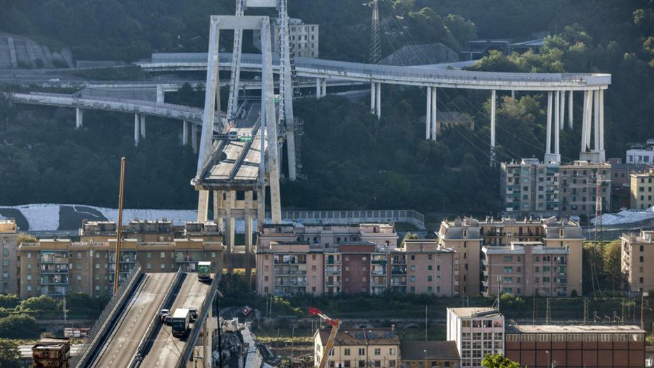 Die Morandi-Brücke in Genua stürzte in mehr als 40 Metern Höhe auf einem Abschnitt von rund 100 Metern ein.