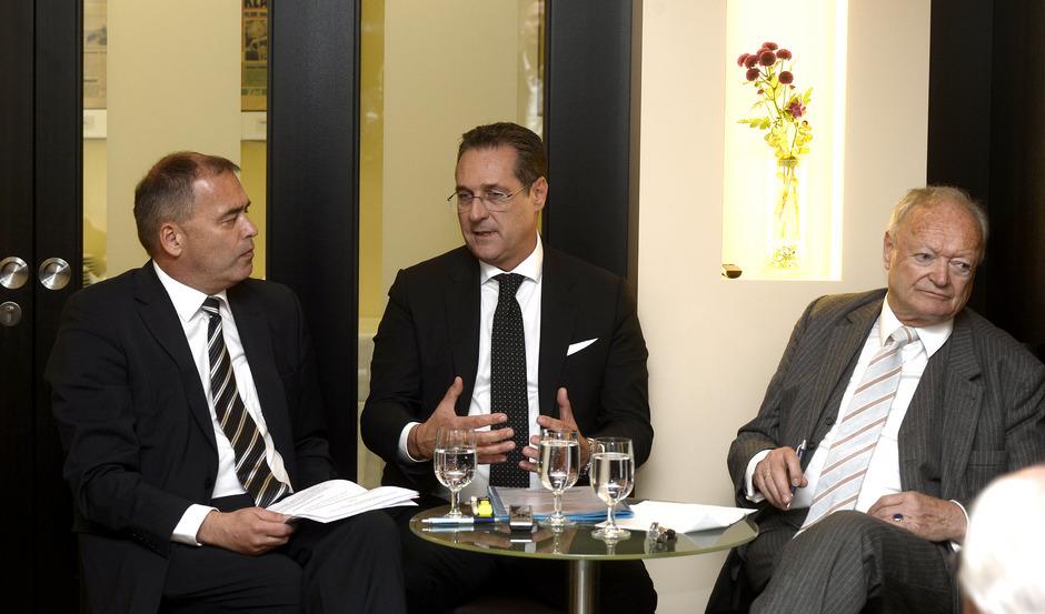 Vizekanzler und FPÖ-Chef Heinz-Christian Strache im Gespräch mit TT-Chefredakteur Alois Vahrner (links) und Ex-Nationalratspräsident Andreas Khol.