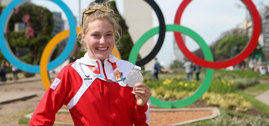Lacht Laura Stigger auch 2020 unter den Olympia-Ringen? Die Mountainbikerin, 2018 YOG-Zweite, gibt ihr U23-Weltcup-Debüt.