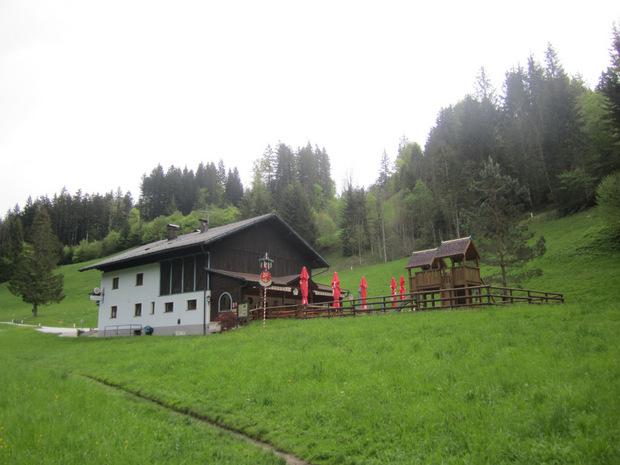 ... zur Jausenstation Tiefenbachklamm.