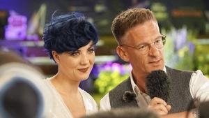 Pænda und Andi Knoll bei der Eröffnungsfeier. Der Tiroler Moderator kommentiert den Song Contest auch heuer wieder im ORF – übrigens genau 20 Jahre nachdem er in Israel (!) sein ESC-Debüt gab.