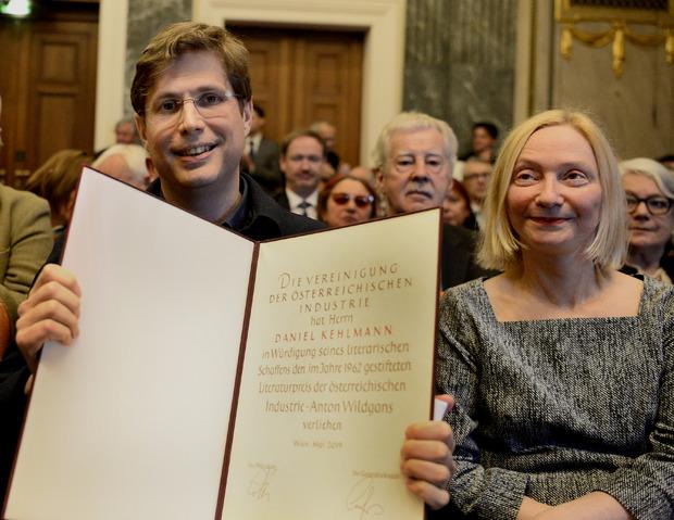 Preisträger Daniel Kehlmann und Barbara Neuwirth, die die Laudatio hielt.