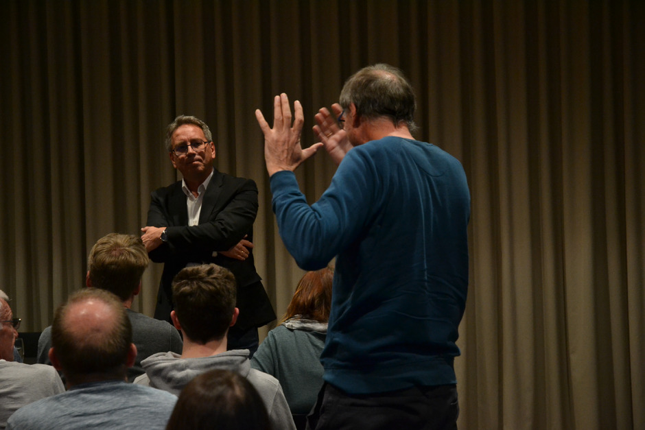 Bürgermeister Martin Krumschnabel wurde mit zahlreichen emotionsgeladenen Wortmeldungen konfrontiert.
