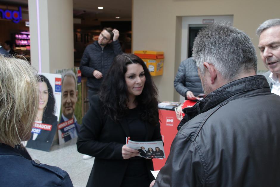Theresa Muigg von der SPÖ versuchte, FMZ-Besucher zu überzeugen.