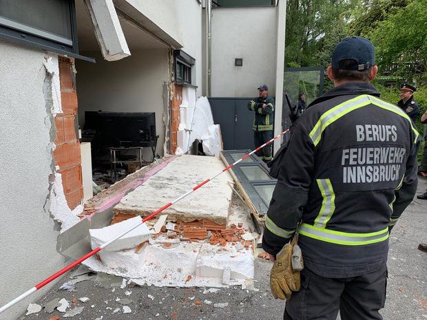 Durch die Wucht der Detonation stürzte die Hausmauer ein.