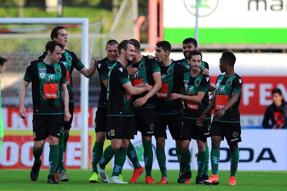 Nach zuletzt zwei Niederlagen will die zweite Mannschaft des FC Wacker heute im Tivoli einen Heimsieg gegen Horn bejubeln.