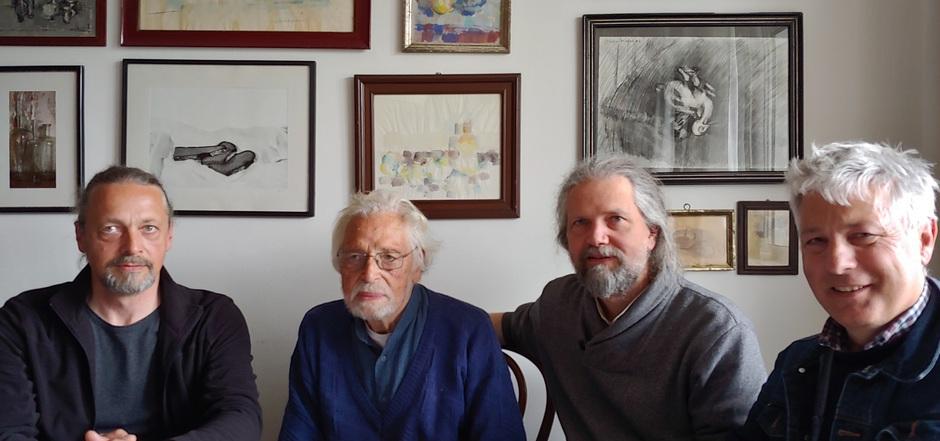 Der Bildhauer Franz Pöhacker (2.v.l.) war ein Weggefährte Tiefenthalers. Er und seine Söhne unterstützten Josef Leitner (r.) bei der Spurensuche.