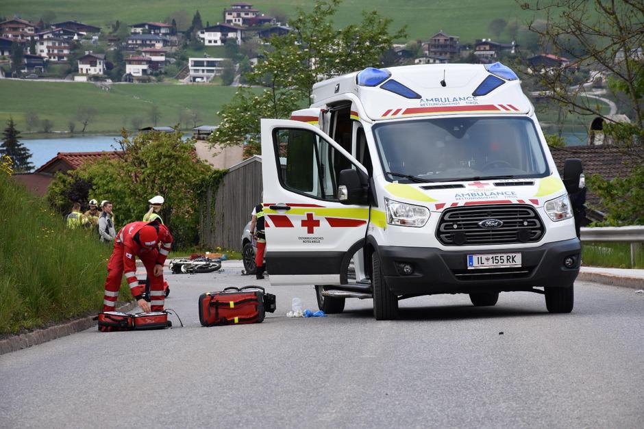 Ein 21-jähriger Motorradfahrer ist am Donnerstag in Vorderthiersee tödlich verunglückt.