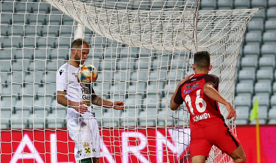 In drei Saisonpartien gegen die Admira mussten Matthias Maak und Co. den Rasen drei Mal als Verlierer verlassen und neun Mal den Ball aus dem eigenen Kasten holen.