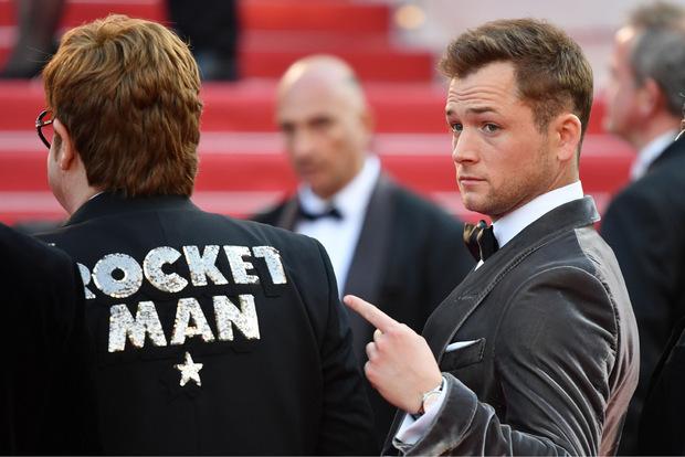 """Taron Egerton (re.) spielt Elton John im Film """"Rocketman""""."""
