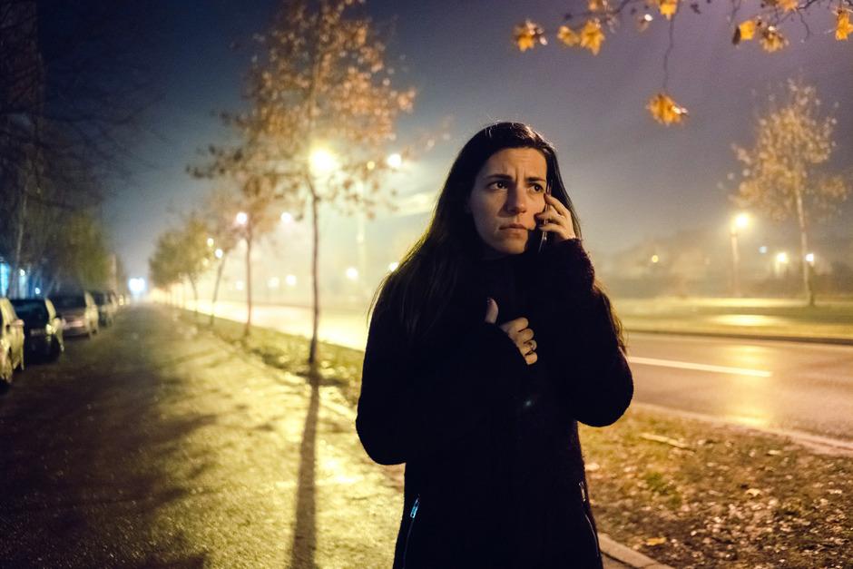 Frauen, die sich in der Nacht unsicher fühlen, sollen in Innsbruck schon bald telefonisch nach Hause begleitet werden.