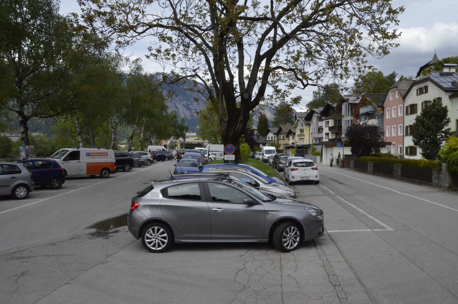 Derzeit kann man bei der ENI noch gratis parken.