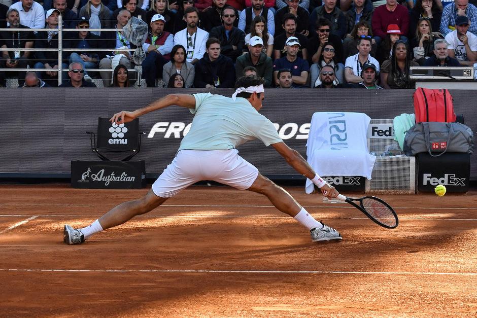 Am Donnerstag mühte sich Federer ins Viertelfinale, dann musste er w.o. geben.