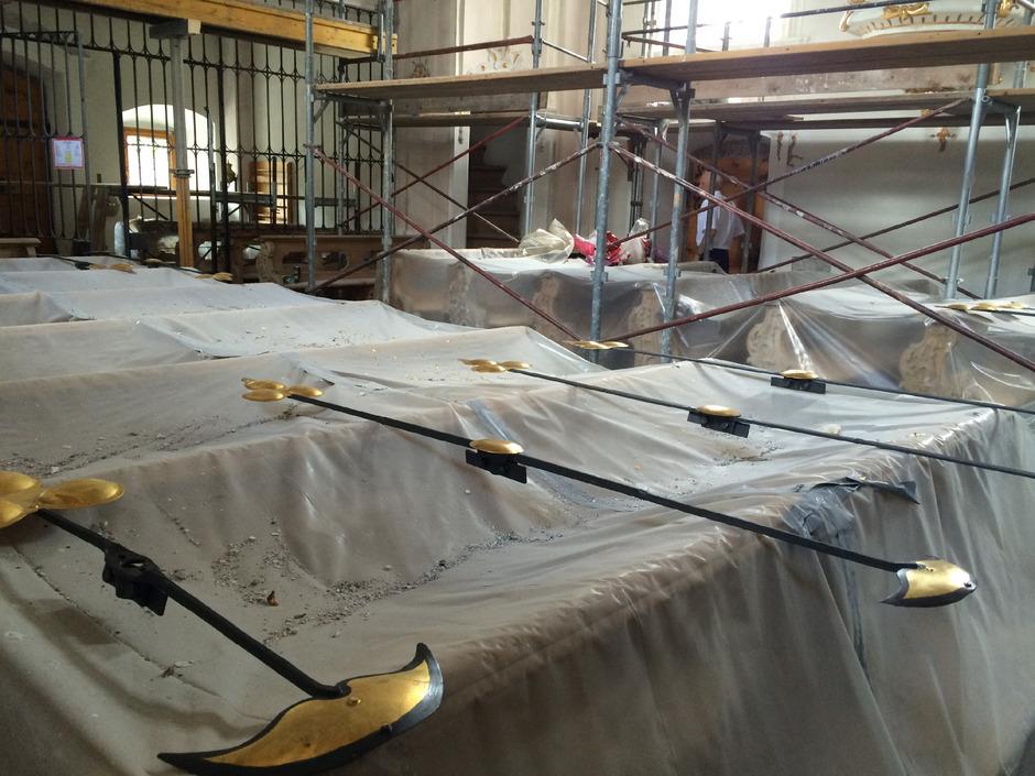 In Vill wurde die Restaurierung des Kircheninneren samt Gewölbe nötig.