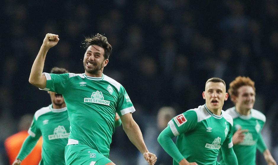 Claudio Pizarro will weiterhin im Bremer Dress über Tore jubeln.