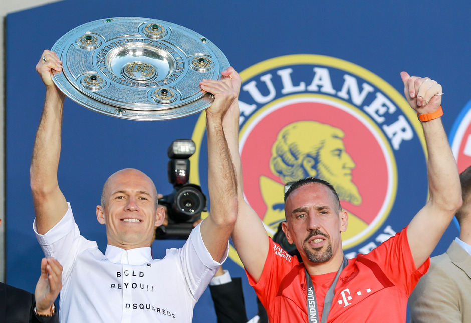 Arjen Robben (l.) und Franck Ribery verabschiedeten sich mit dem Meistertitel aus München.