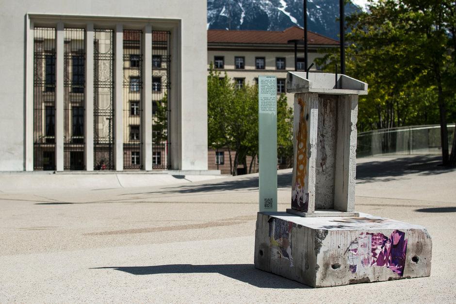 """Ein Kunstwerk als Relikt: Thomas Medicus' """"Best before"""" ist bis 24. Juni nahe der Georgskapelle zu finden.<span class=""""TT11_Fotohinweis"""">Foto: Medicus</span>"""