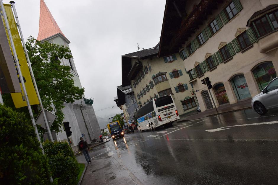 Noch ist die Bundesstraße bei der Kirche die Hauptverkehrsader – in einigen Jahren könnte dort ein neues Stadtzentrum entstehen.