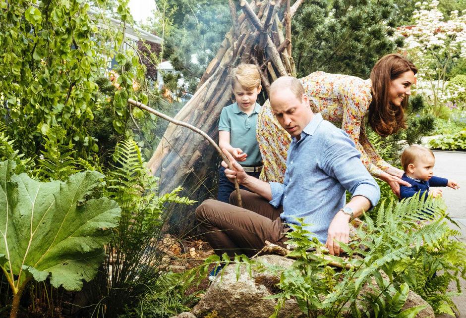 """""""Damit sie glückliche und gesunde Erwachsene werden"""", spielen Prinz William und Herzogin Kate mit ihren Kindern an der frischen Luft."""