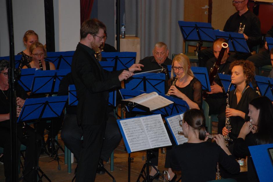 """Martin Rainer leitete das Orchester bei der Uraufführung seines selbst komponierten """"Festchorals""""."""