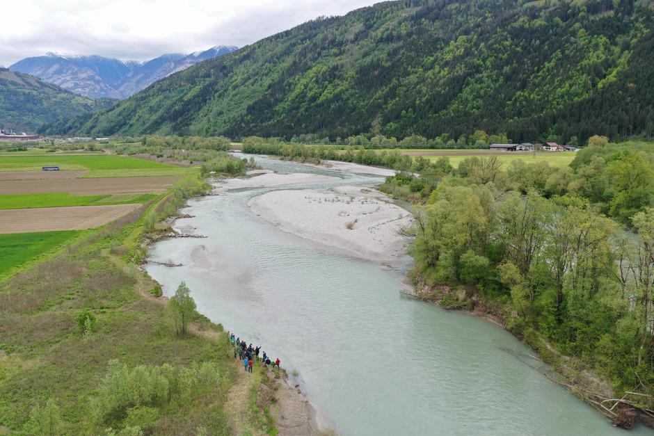 Wasserbau-Experten aus allen Bundesländern begutachteten an der Isel Aufweitungen, die vor Jahrzehnten umgesetzt worden sind.