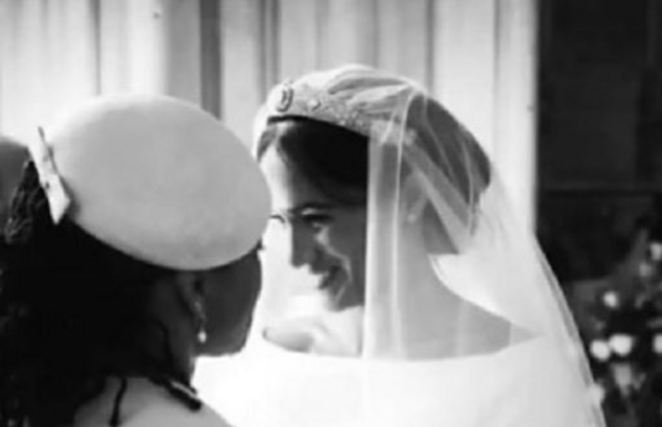 Fotos wie dieses von der zu Tränen gerührten Meghan veröffentlichte das Paar zu ihrem ersten Hochzeitstag auf Instagram.