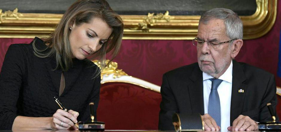 Valerie Hackl (Infrastrukturministerium) und Bundespräsident Alexander Van der Bellen.