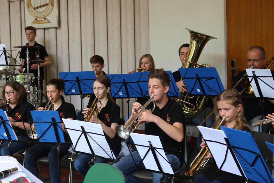Die Erpfendorfer Musikjugend gab im Musikpavillon ein Konzert für die Besucher des Jugend-Nachmittags.