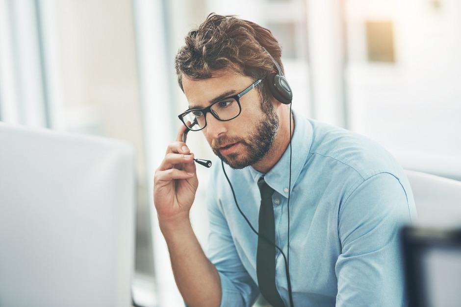 Zuhören, wenn es sonst niemand tut: Die Telefonseelsorge Tirol (142) sucht derzeit weitere ehrenamtliche Mitarbeiter.