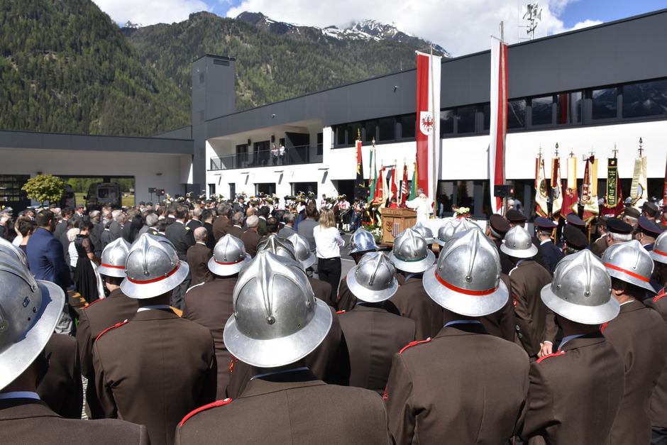 Binnen kürzester Zeit wurde das Einsatzzentrum in Unterlängenfeld (im Bild die Einweihung) von der neuen Gemeindeführung umgesetzt.