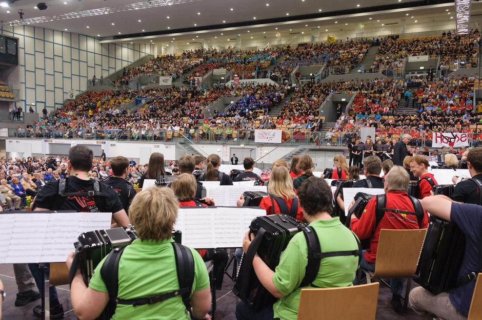 """Welche Dimension das """"World Music Festival"""" hat, lässt dieses Bild vom Auftritt des """"Europaorchesters"""" im Jahr 2016 erahnen."""