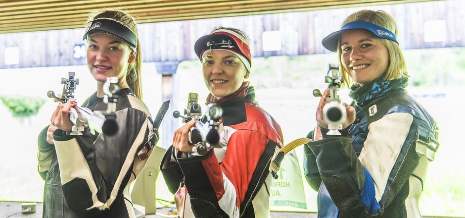 Die Tiroler Sportschützinnen Nadine Ungerank, Olivia Hofmann und Franziska Peer (v.l.).