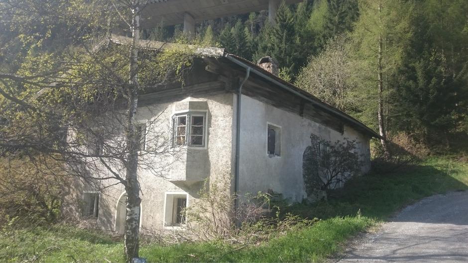 Das Widum der Zollstätte Lueg trotzte dem harten Winter und ist nun offiziell Tiroler Denkmal.