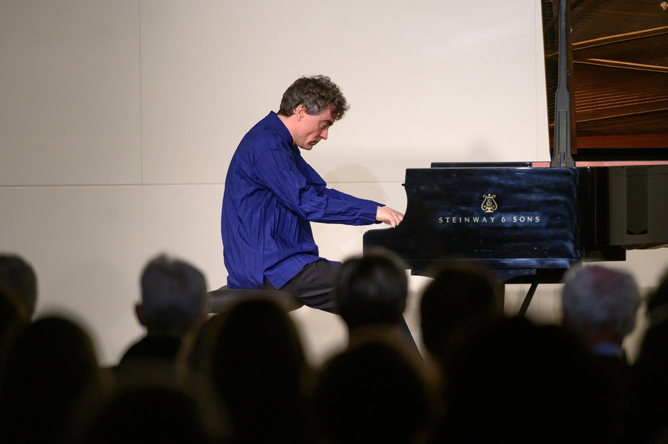 Paul Lewis gewährte tiefe Einblicke in das Werk von Haydn, Brahms und Beethoven im Rahmen der Konzertreihe Musik im Riesen.