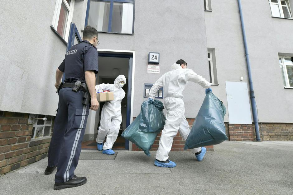 Die Mutter und ihre Zwillingstöchter, die am Dienstag tot in ihrer Wohnung in Wien aufgefunden wurden, dürften schon Ende März oder Anfang April gestorben sein.