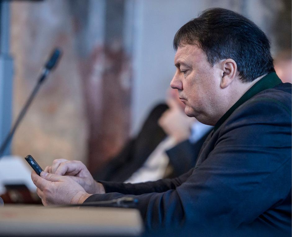 Ernste Miene: Andreas Köll braucht Hilfe vom Land, mit einem Anruf ist es aber nicht mehr getan.