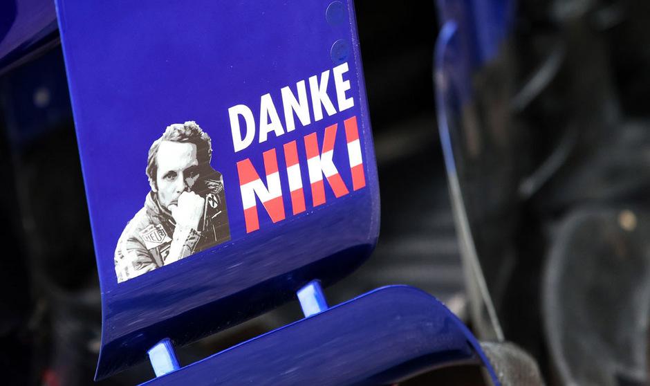 Auch Toro Rosso zollte Niki Lauda mit einem Abschiedsgruß Respekt.