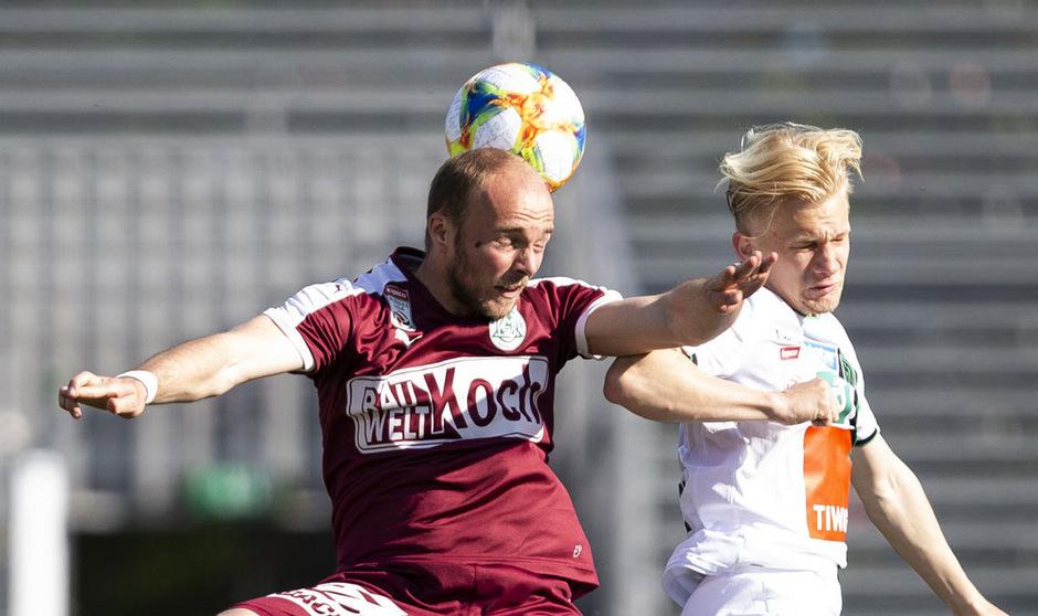 Augen zu und durch: Bryan Henning und der FC Wacker brauchen gegen Mattersburg unbedingt einen Sieg.