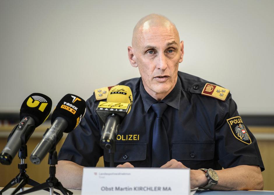 Oberst Martin Kirchler bei der Pressekonferenz am Donnerstag zum Ermittlungserfolg der Tiroler Polizei.