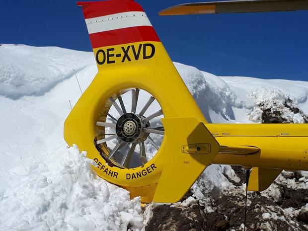 Der Heckrotor blieb nach der 270-Grad-Drehung in der Schneewand stecken.