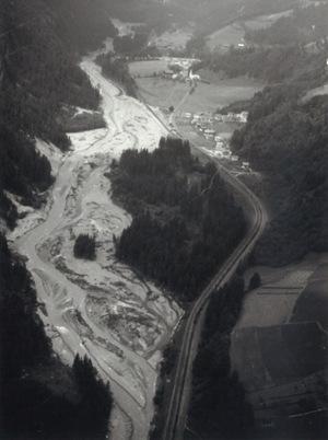 Die Schäden durch Hochwasser in den Jahren 1965 und 1966 ähnelten jenen im Oktober des Vorjahres (im Bild Mittewald).